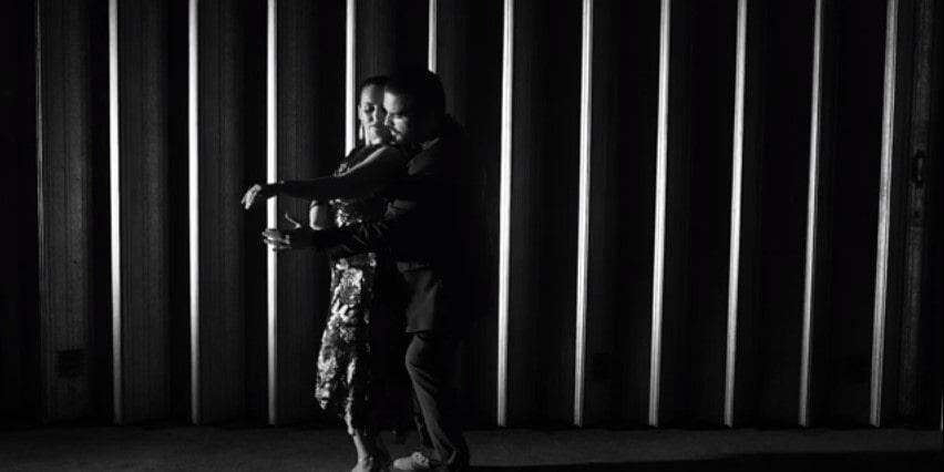 bailarinos dançam tango em época de confinamento e isolamento social