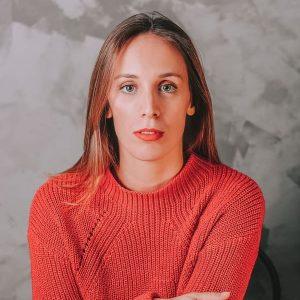Professora de teatro musical na escola de dança Ritmo Azul